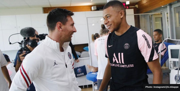 A first look at Messi and Mbappe together in training