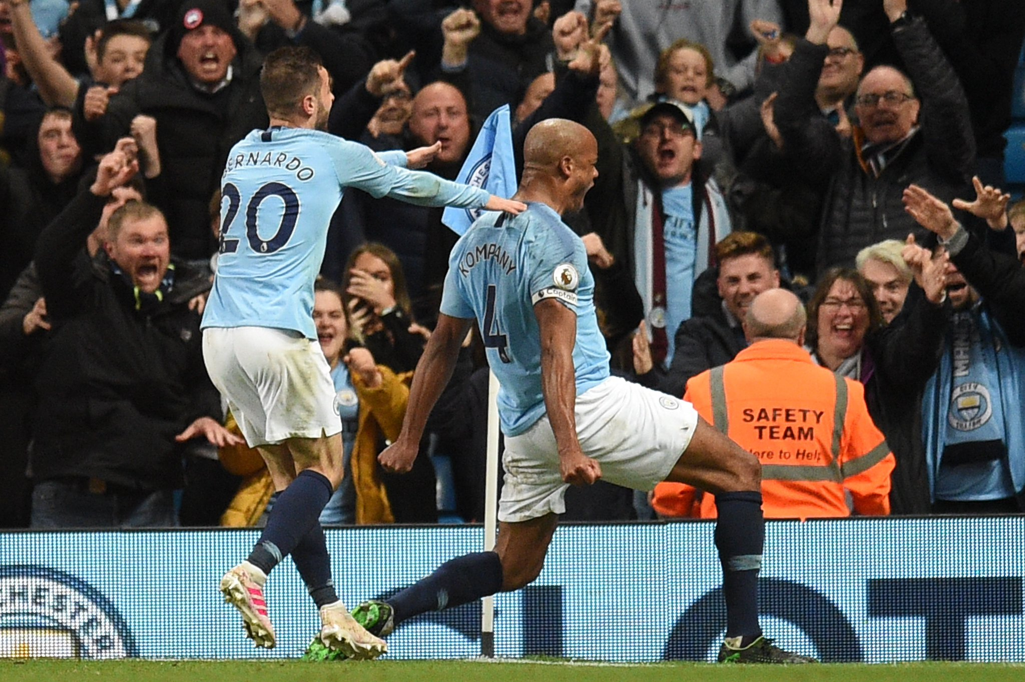 Manchester City returns to top spot in the Premier League thanks to Vincent Kompany winner