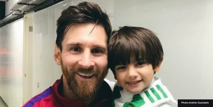 Watch: Throwback to when Andrés Guardado took son to meet Lionel Messi after a game